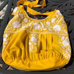 Handbags - 🔥 sale NWT Hand embroidered purse.